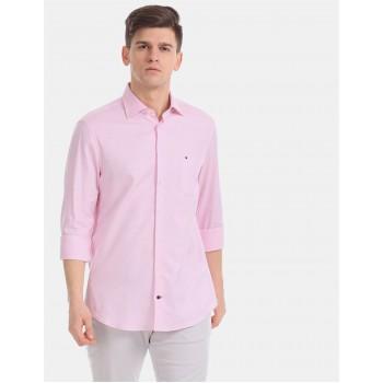 Tommy Hilfiger Men Pink   Solid Casual Shirt